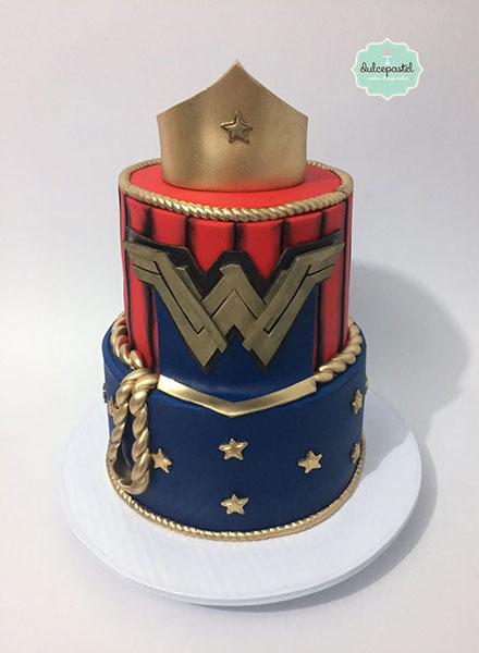 torta mujer maravilla medellin dulcepastel